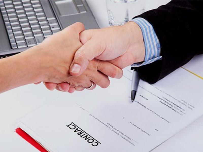 Máy photocopy hỗ trợ photo các bản hợp đồng cần thiết một cách nhanh chóng